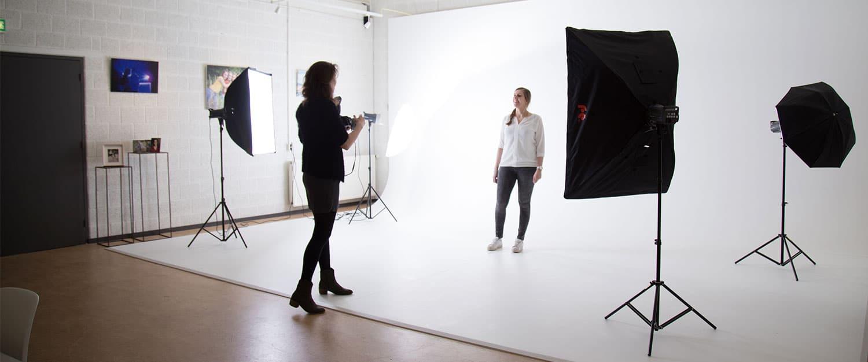 fotograaf met fotostudio