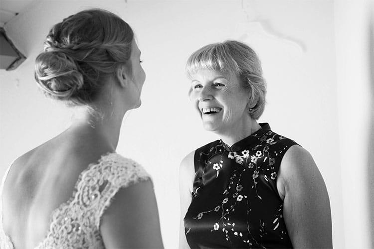 moeder met de bruid