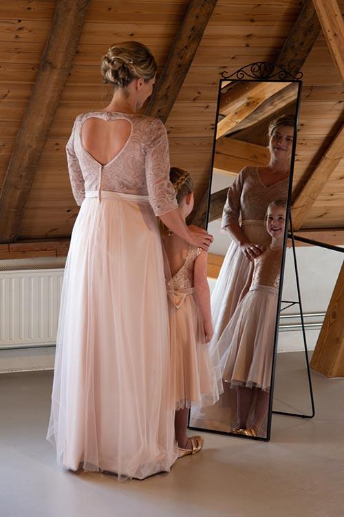 moeder dochter bruidsfoto's