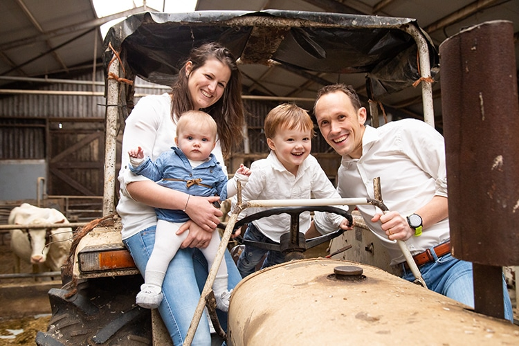 gezins foto's tractor