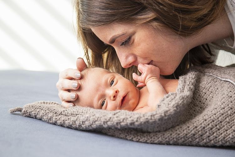 Newborn met mama