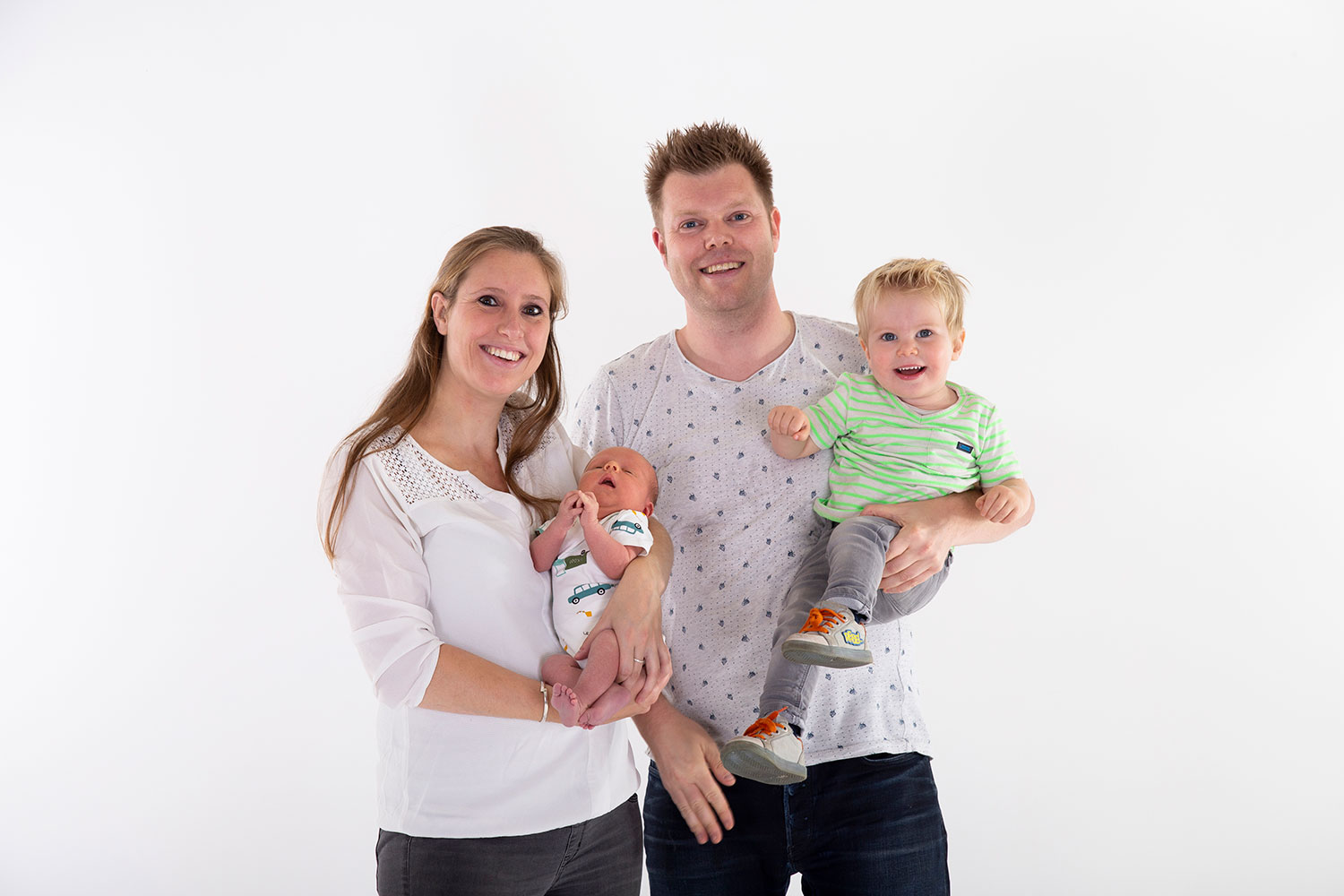familie newbornshoot in studio
