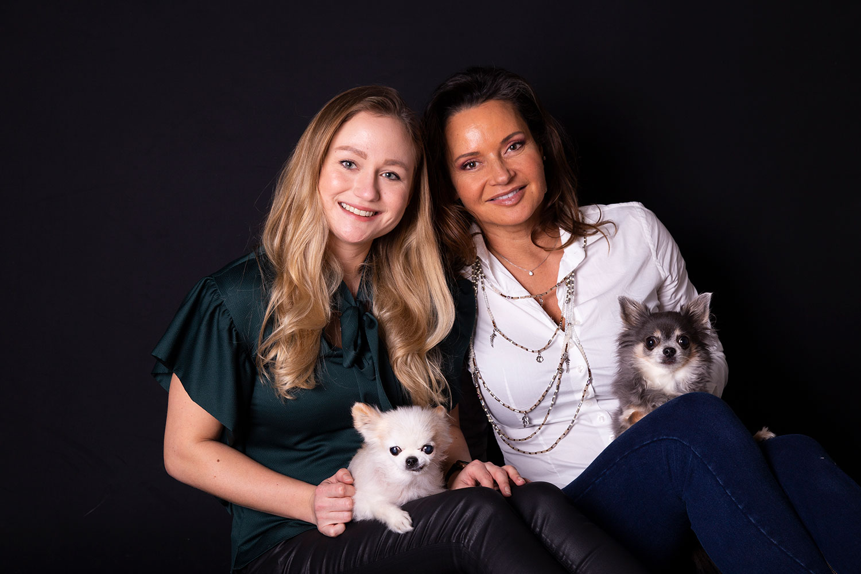 moeder dochter en hondjes