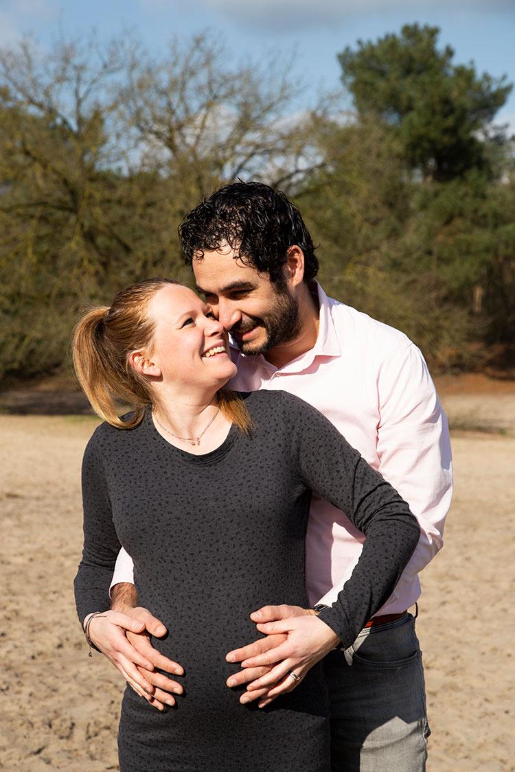 romantische zwangerschapsfotoshoot in brabant