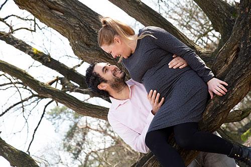 zwangerschapsfotoshoot in buitenlucht uden