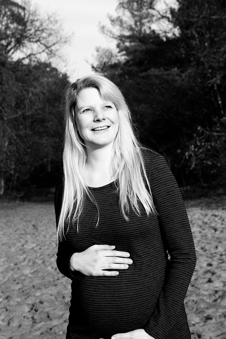 fotograaf zwangerschapsfotografie zwartwit