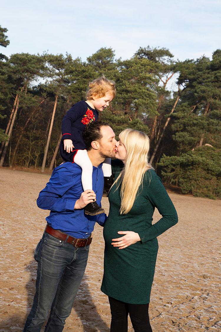 spontane zwangerschapsshoot met kinderen