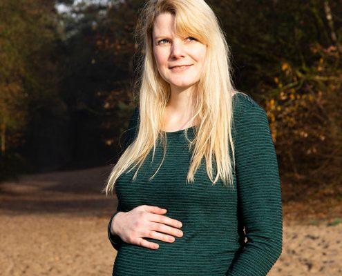 zwangerschapsfotografie buiten in de natuur